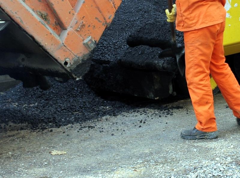 Правителството отпуска 4,5 млн. лева на общините от област Сливен за ремонт на пътища и обновяване на градски пространства