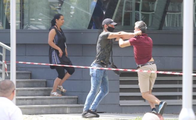 Задържаха мъжа, нападнал журналисти на конференцията на ГЕРБ